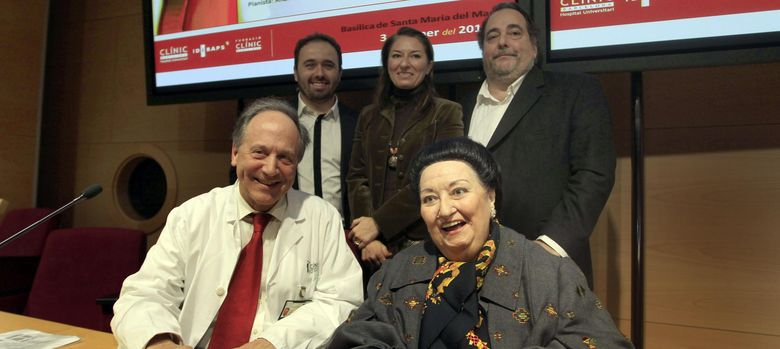 Foto: Las cantantes Montserrat Caballé (d), su hija Montserrat Martí (c, atrás) y Jordi Galán (i, atrás). (EFE)