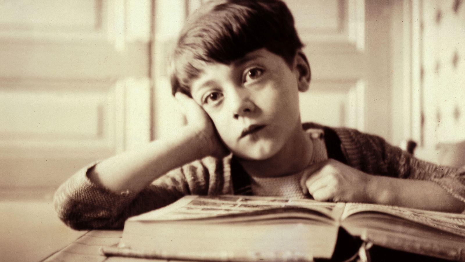 Foto: Esta instantánea de 1936 nos recuerda la cantidad de deberes que los niños tuvieron que hacer durante el siglo XX, y cómo eso puede estar a punto de terminar. (Corbis)