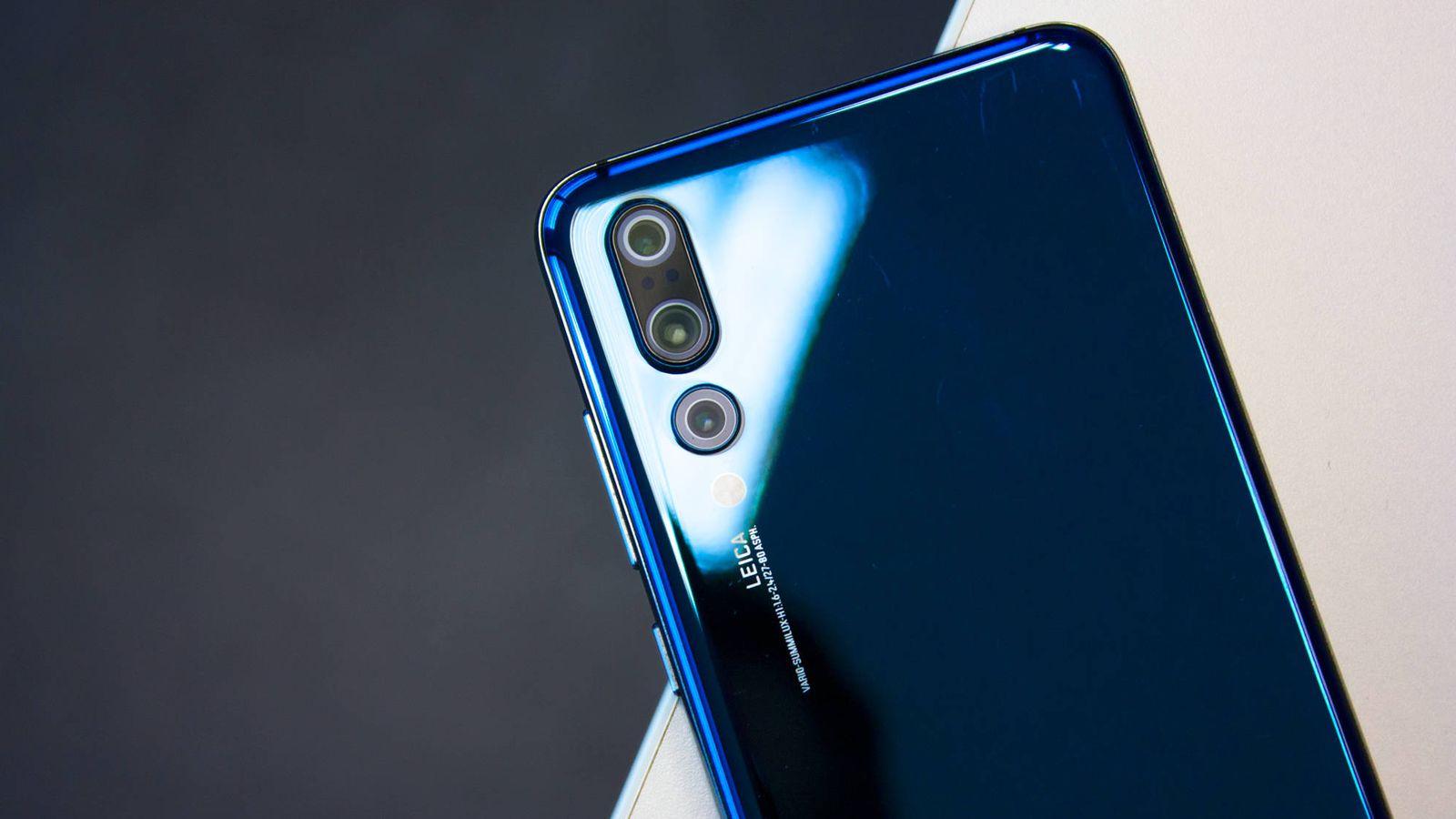 Foto: El Huawei P20 Pro y su triple cámara. (E. Villarino)