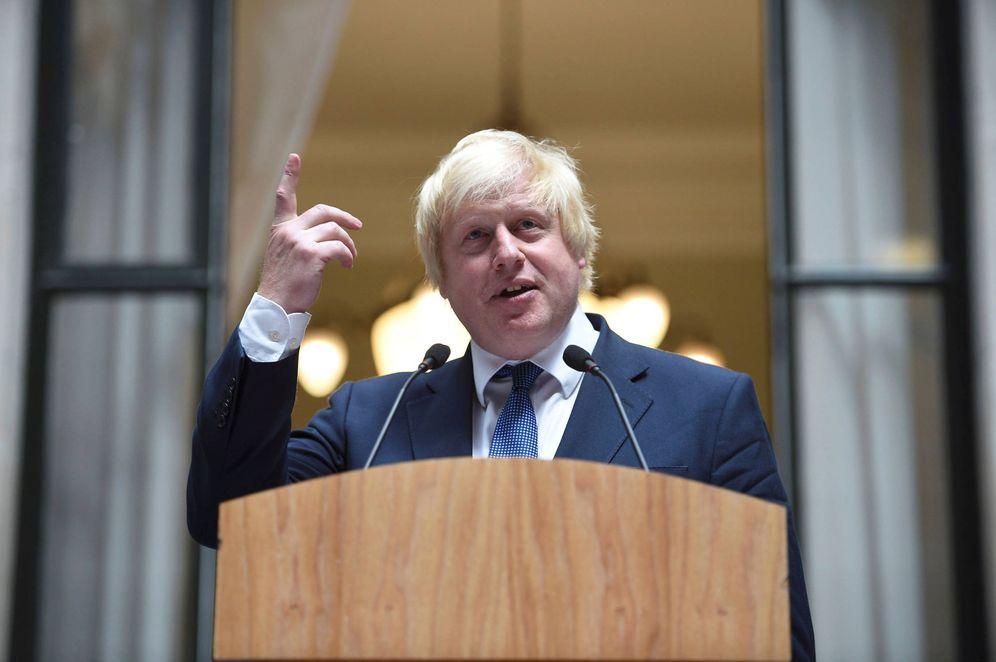 Foto: El ministro de Exteriores británico, Boris Johnson, se dirige a personal del Foreign Office, en Londres. (Reuters)