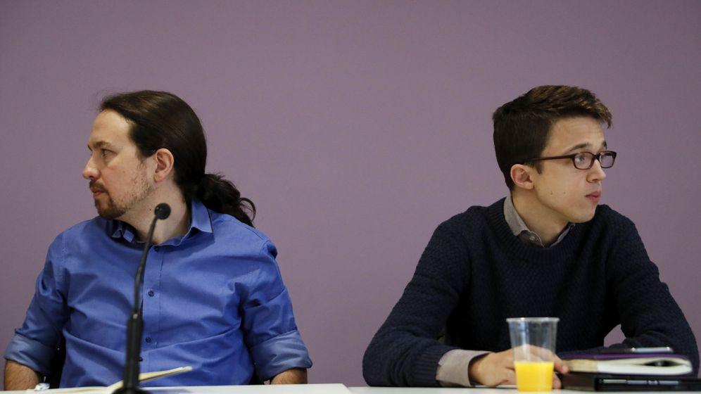 Foto: Pablo Iglesias e Íñigo Errejón al inicio del consejo ciudadano estatal de Podemos, este 2 de abril en la sede del partido en la madrileña calle de la Princesa. (EFE)