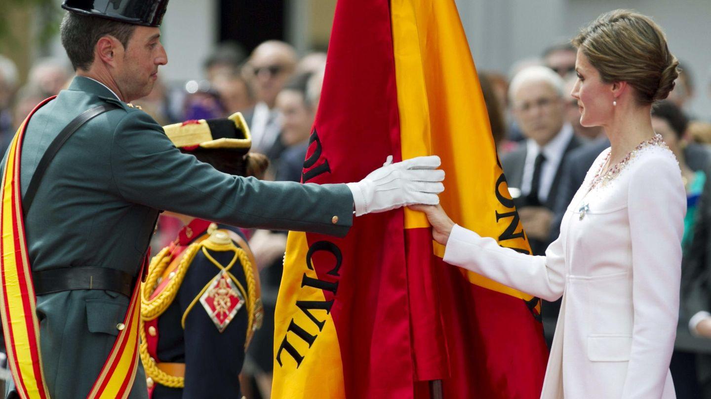 La Reina, en el amadrinamiento de la bandera. (EFE)