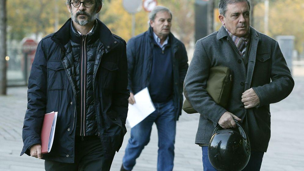 Foto: Jordi Pujol Ferrusola (derecha), hijo del expresidente de la Generalitat, a la entrada de los juzgados de Barcelona. (EFE)