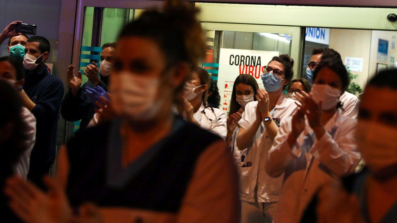Personal sanitario de la Fundación Jiménez Díaz. (Reuters)