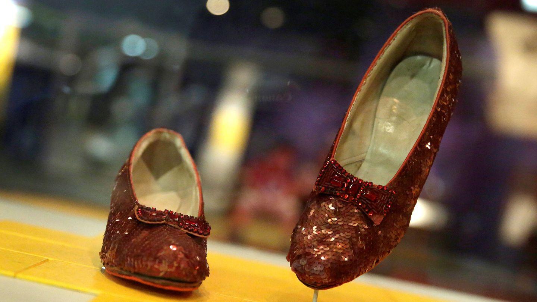 Los zapatos expuestos en el Smithsonian Museum of American History. (Reuters)