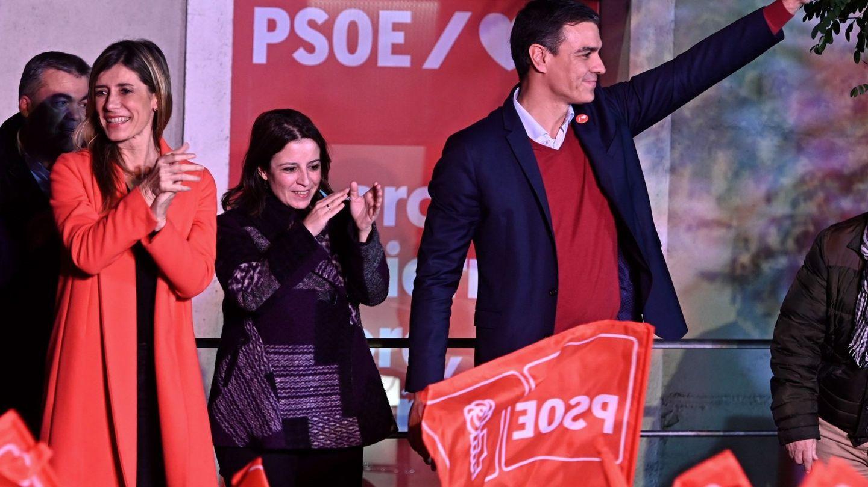 Begoña Gómez con el abrigo del que todo el mundo habla. (EFE)
