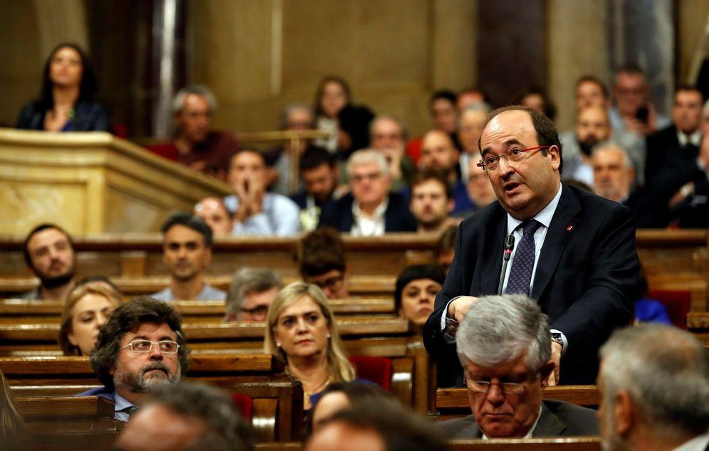 Foto: Miquel Iceta, primer secretario del PSC, este 27 de octubre en el pleno del Parlament. (EFE)