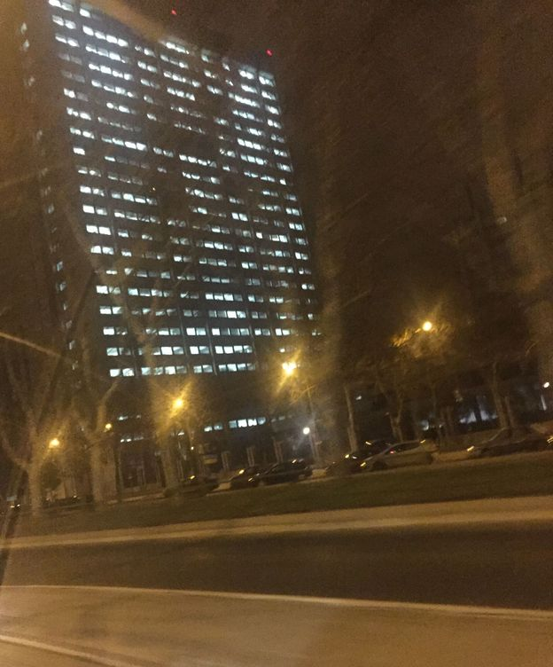 Foto: Todas las luces encendidas, el pasado domingo, a la una de la madrugada. (EC)