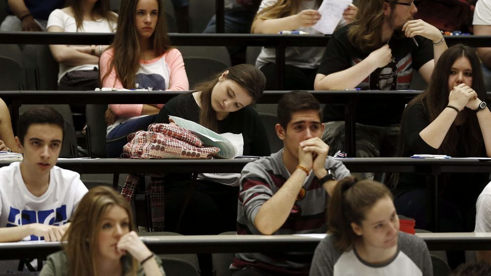 Foto: Estudiantes pamplonicas, realizando la prueba de acceso a la universidad. (EFE)