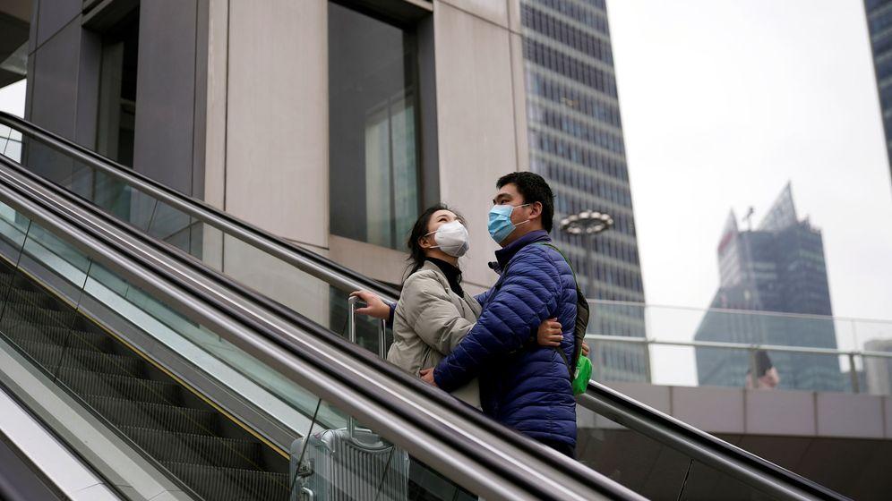 Foto: Una pareja en Shanghái (Reuters)