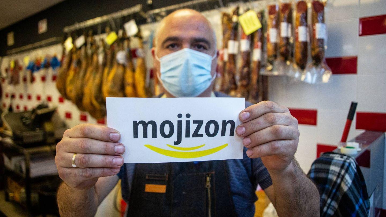 Juan Carlos Martín regenta un supermercado en la localidad de Minas de Riotinto, Huelva. (Fernando Ruso)