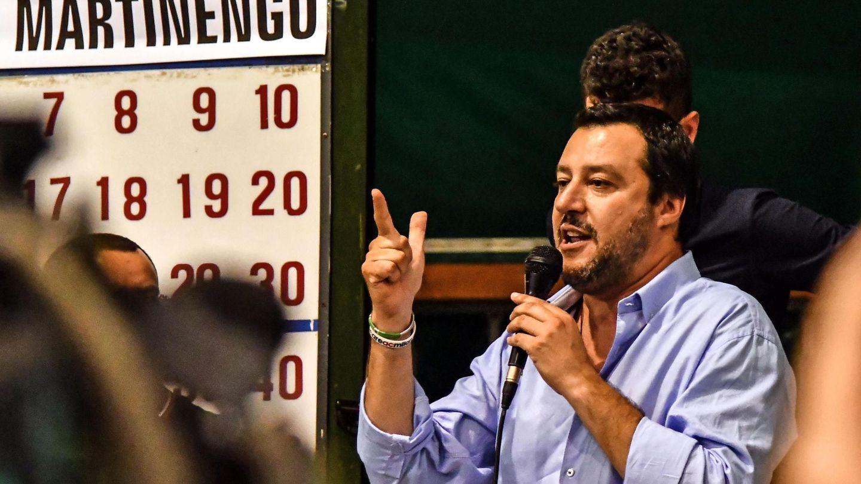 El líder de la Liga, Matteo Salvini, se dirige a sus seguidores en Martinengo, Italia. (EFE)