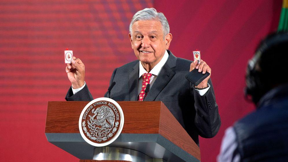 Foto: López Obrador y sus guardaespaldas contra el coronavirus. (Reuters)