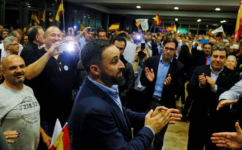 Foto: Santiago Abascal, líder de VOX, habla durante un encuentro con simpatizantes en Valencia. (Reuters)