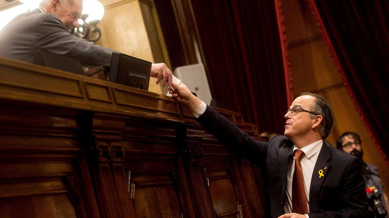 Turull, depositando su voto durante el pleno de constitución que dio inicio a la XII Legislatura. (EFE)