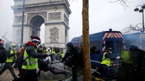 Al menos 80 heridos y 120 detenidos en las protestas de los 'chalecos amarillos' en París