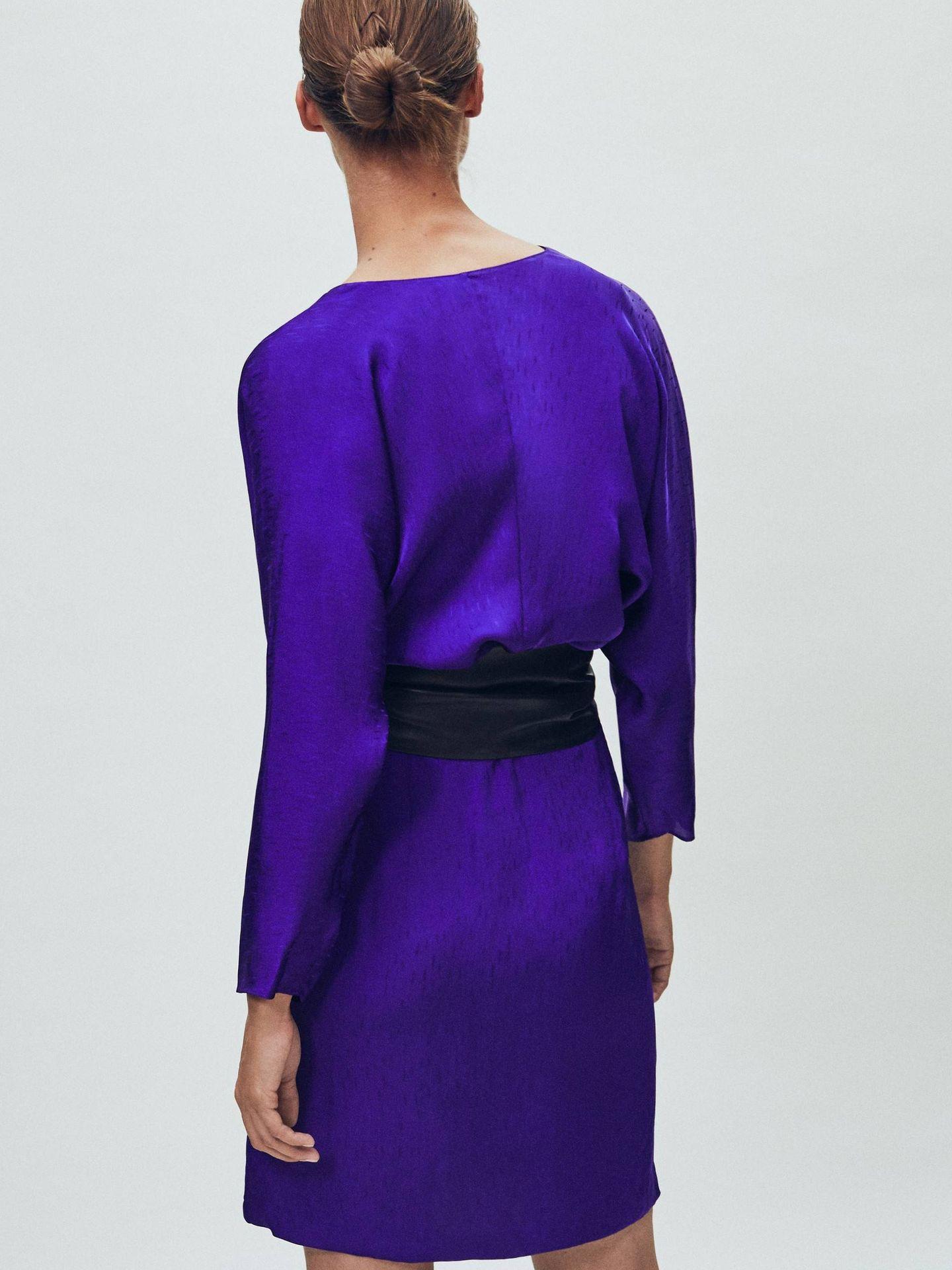 Vestido de invitada de Massimo Dutti. (Cortesía)