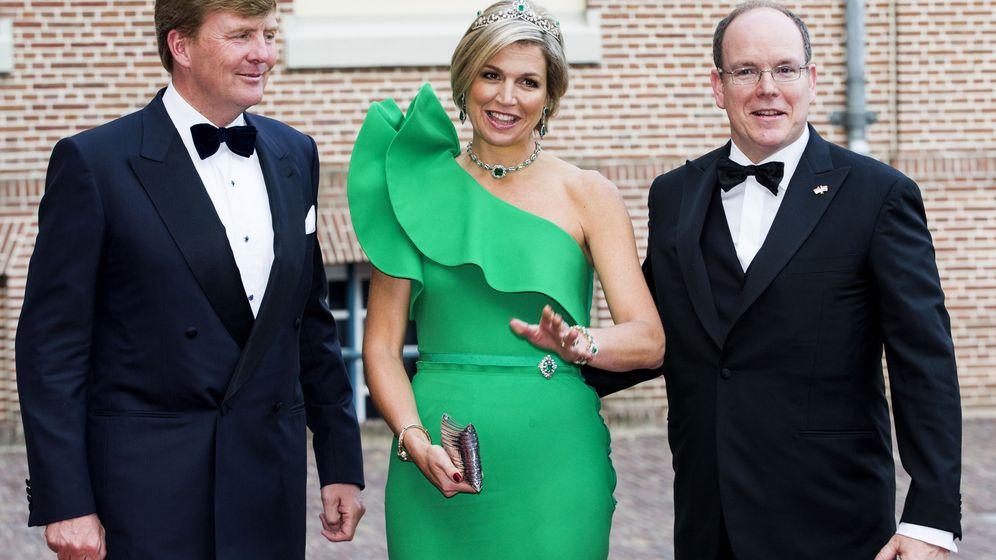 Foto: Los Reyes de Holanda y el príncipe Alberto de Mónaco el pasado martes (Gtres)