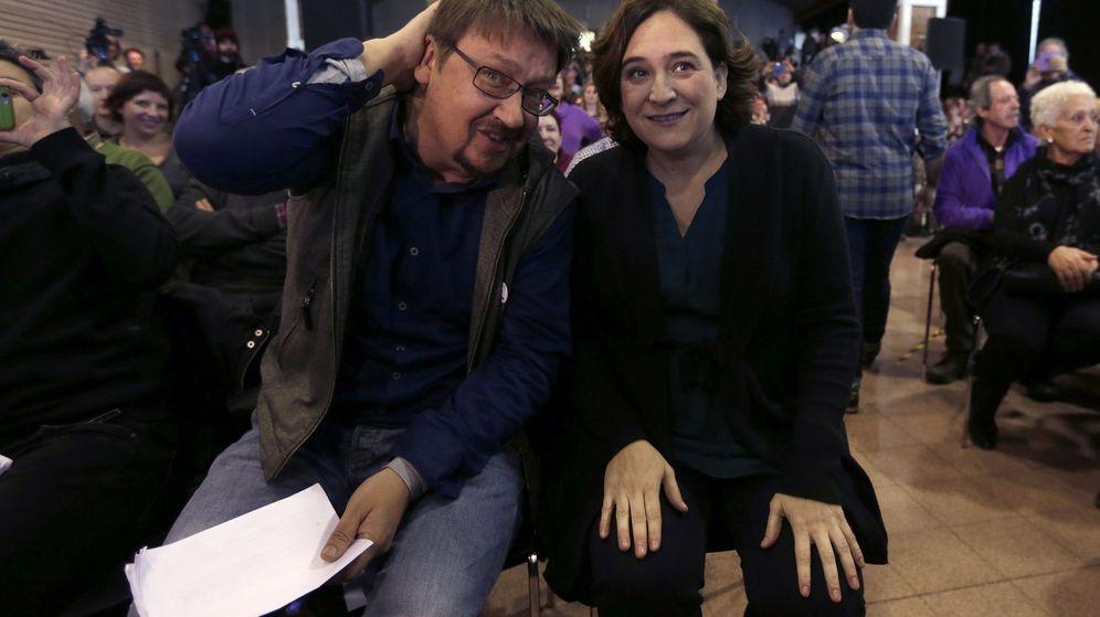 Foto: La alcaldesa de Barcelona, Ada Colau, y el líder de Catalunya en Comú, Xavier Domenech, en un acto de partido. (EFE)