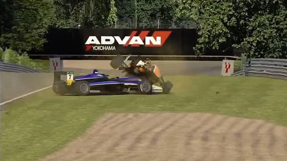 Foto: Max Verstappen tras embestir a un rival en las iRacing.