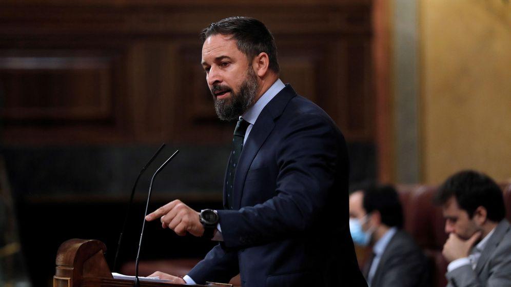 Foto: El líder de Vox, Santiago Abascal, durante su intervención en el pleno del Congreso. (EFE)