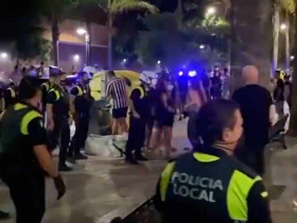 Foto: Un agente resultó herido en los incidentes (Instagram/Fuengirola se queja)