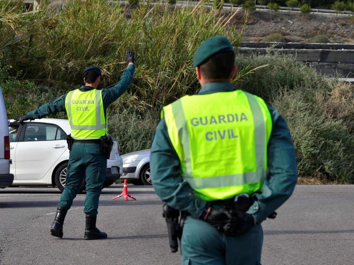 Foto: Una imagen de archivo de un control de la Guardia Civil en Almería. (EFE)