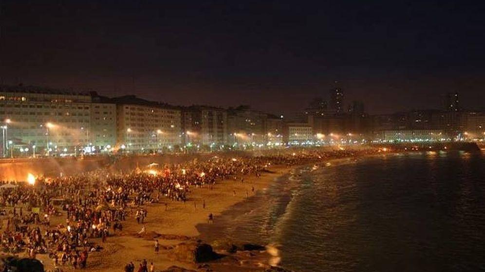 Foto: Hogueras de San Juan en A Coruña | EFE