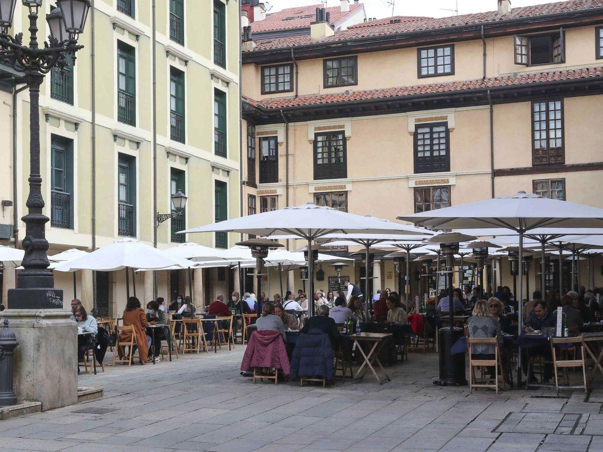 Foto: Asturias autoriza terrazas hasta las 23 horas y reabre hoteles y centros ocio