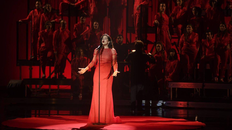 Rosalía durante su actuación. (Cordon Press)
