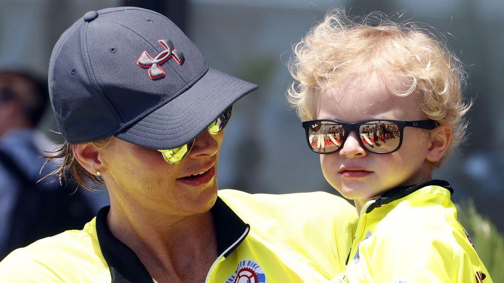 Charlène de Mónaco: besucona, feliz y maternal en una competición deportiva