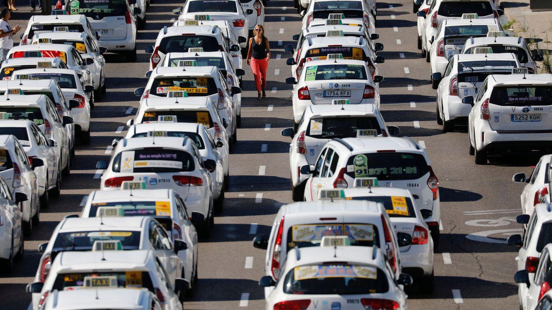 Los taxis bloquean Madrid. (EFE)