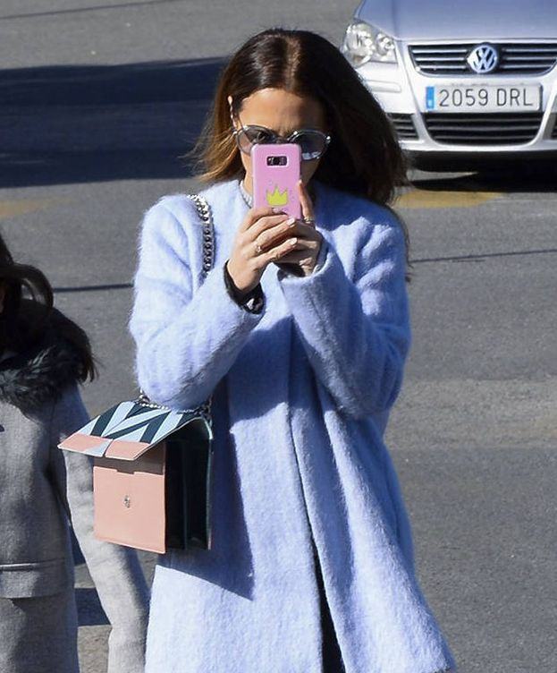 Foto: La actriz Paula Echevarría en el momento que grababa el vídeo que está más abajo. (Gtres)