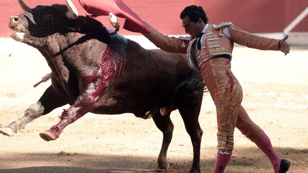 Foto: Faena del matador Iván Fandiño en la plaza de Aire sur L'Adour. (AFP)