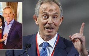 Tony Blair felicita la Navidad con su peor sonrisa