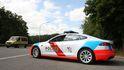 Un Tesla de la Policía se queda sin batería en plena persecución de un sospechoso