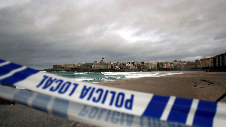 Suspendida la búsqueda de la joven arrastrada por el agua en la playa de Orzán