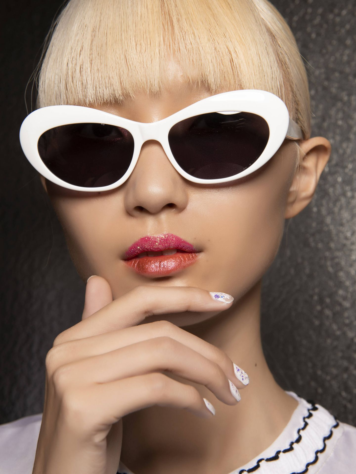 Si tus uñas son pequeñas o están muy cortas, las manicuras con aplicaciones pueden ser un riesgo si no las realiza un profesional. (Imaxtree)