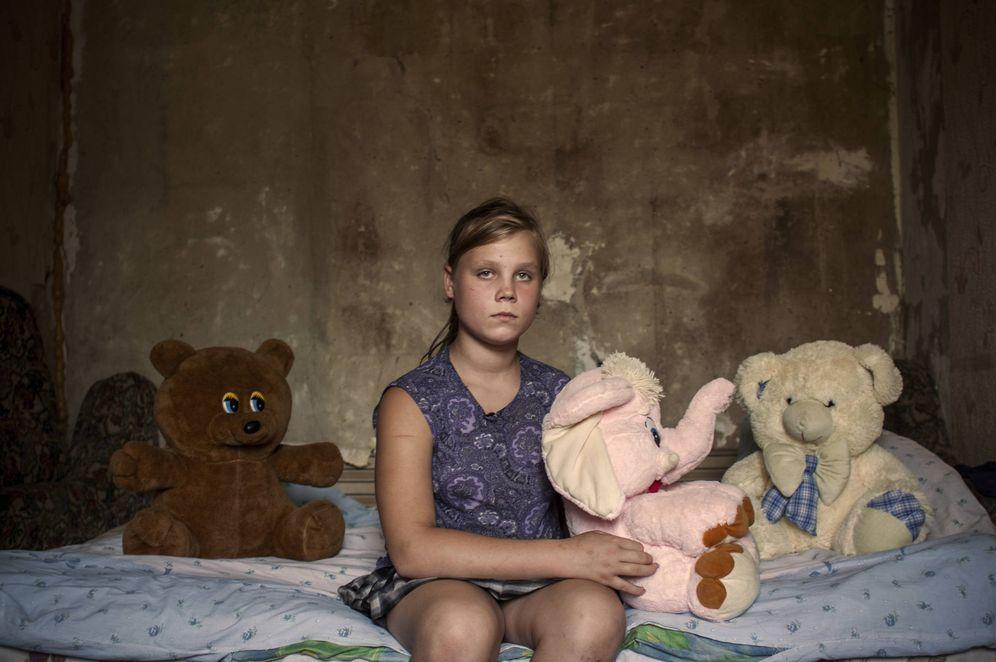 Foto: Marina, una niña de 12 años de Zaitsevo, en el Donbás, que fue herida por un proyectil  (Foto: Ethel Bonet).