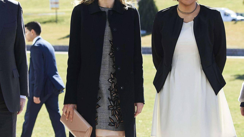 Foto: La Reina Letizia junto a Dolors Montserrat (CP)