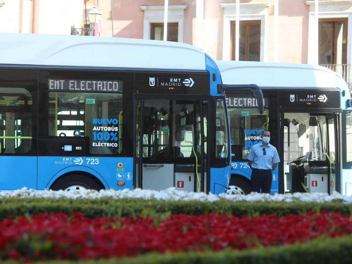 Foto: Con los 30 autobuses que ahora se ponen en funcionamiento la flota eléctrica de Madrid supera los 100 vehículos.