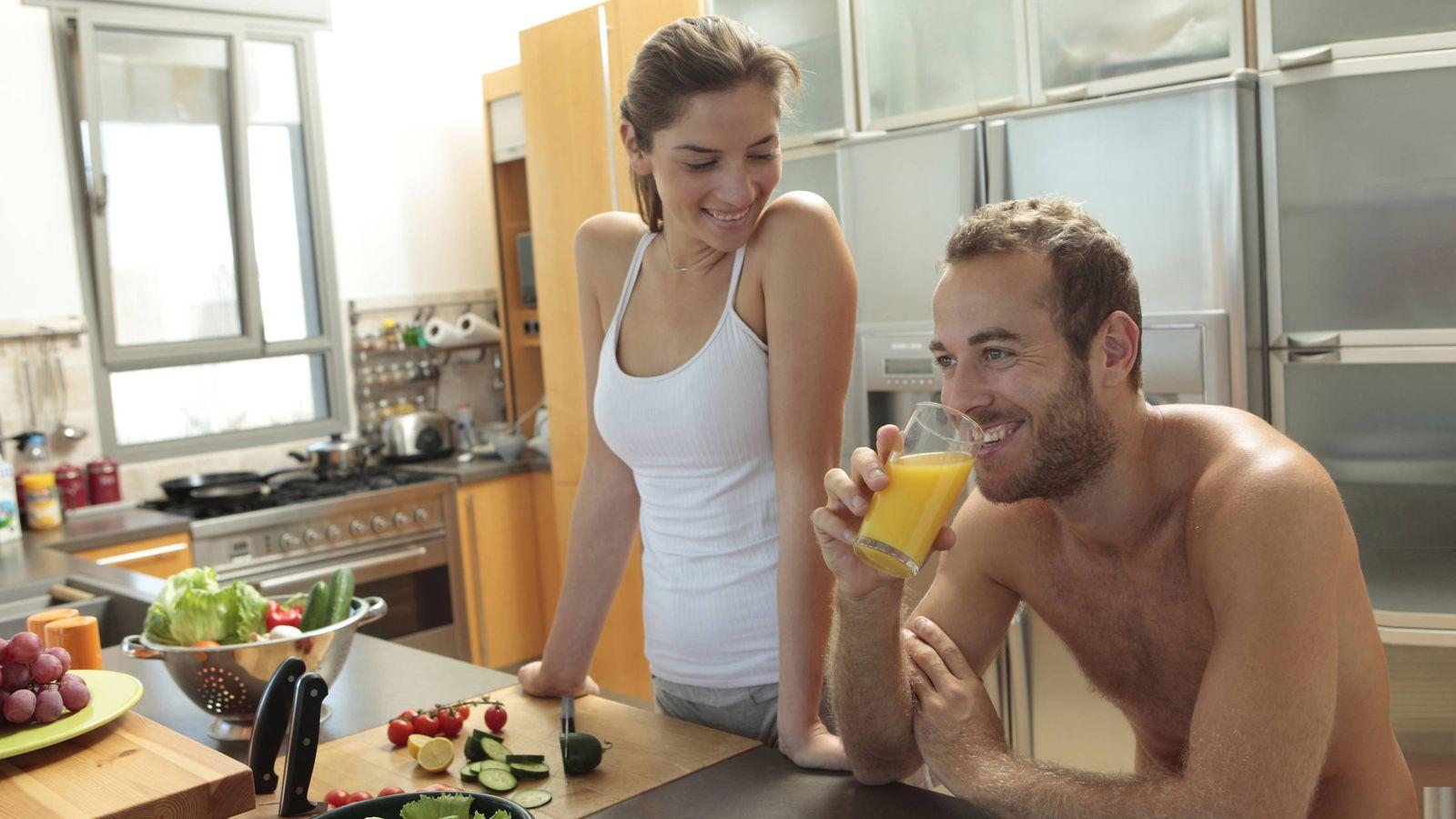 Foto: La salud empieza en la cocina. (Gilad Wolfin/Blend Images/Corbis)