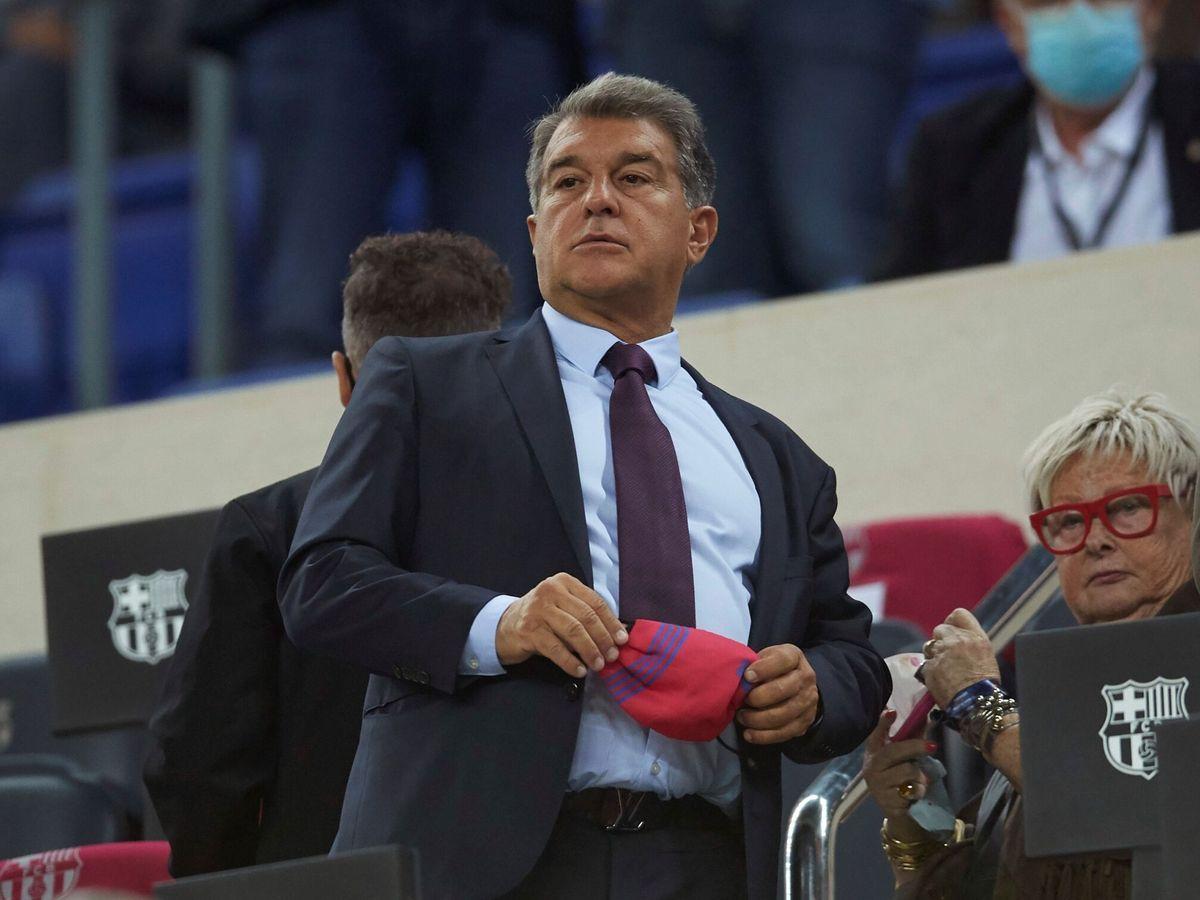 Foto: Laporta, presidente del Barcelona, con gesto serio. (EFE)
