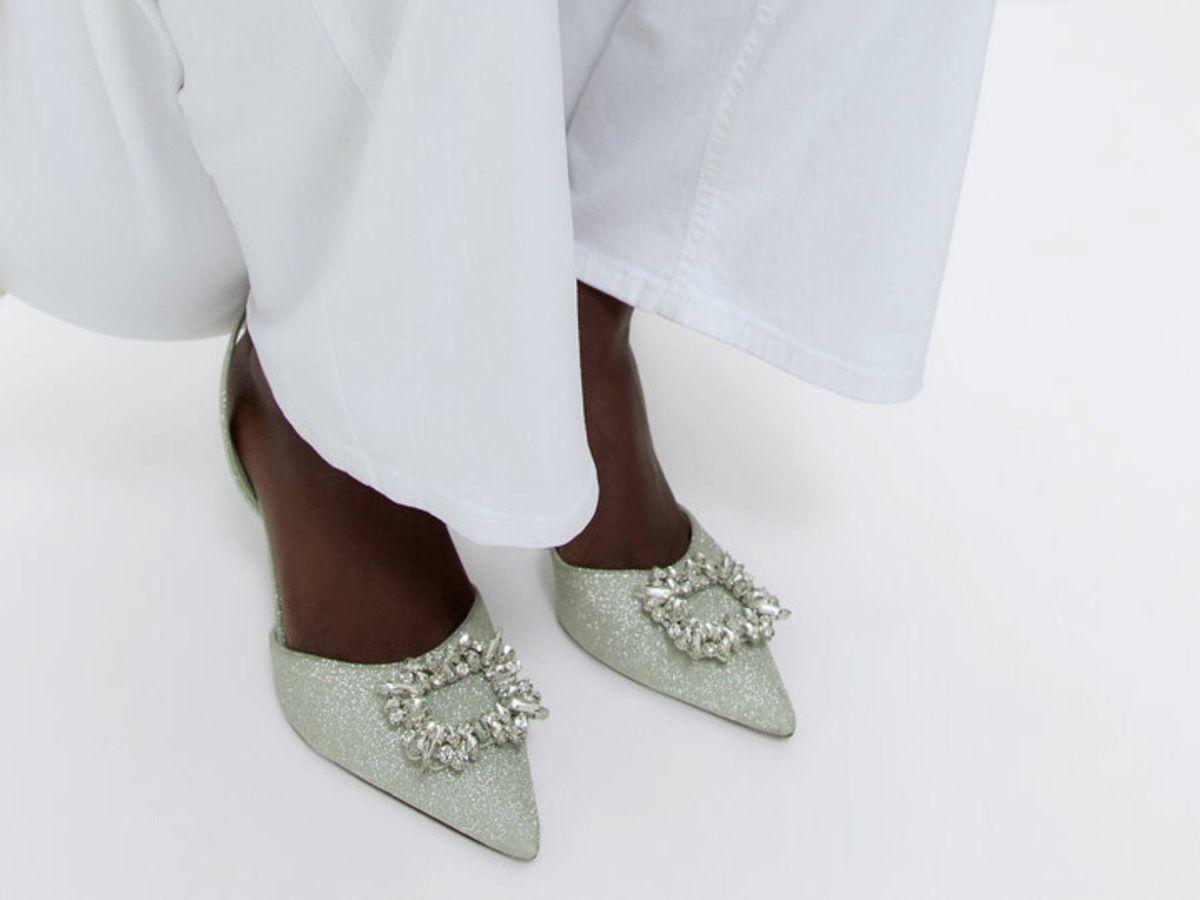 Foto: Futura novia, ficha estos zapatos joya de Uterqüe. (Cortesía)