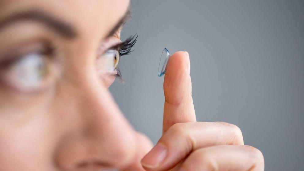 Lo que nunca debes hacer si usas lentillas: puedes acabar con tu vista