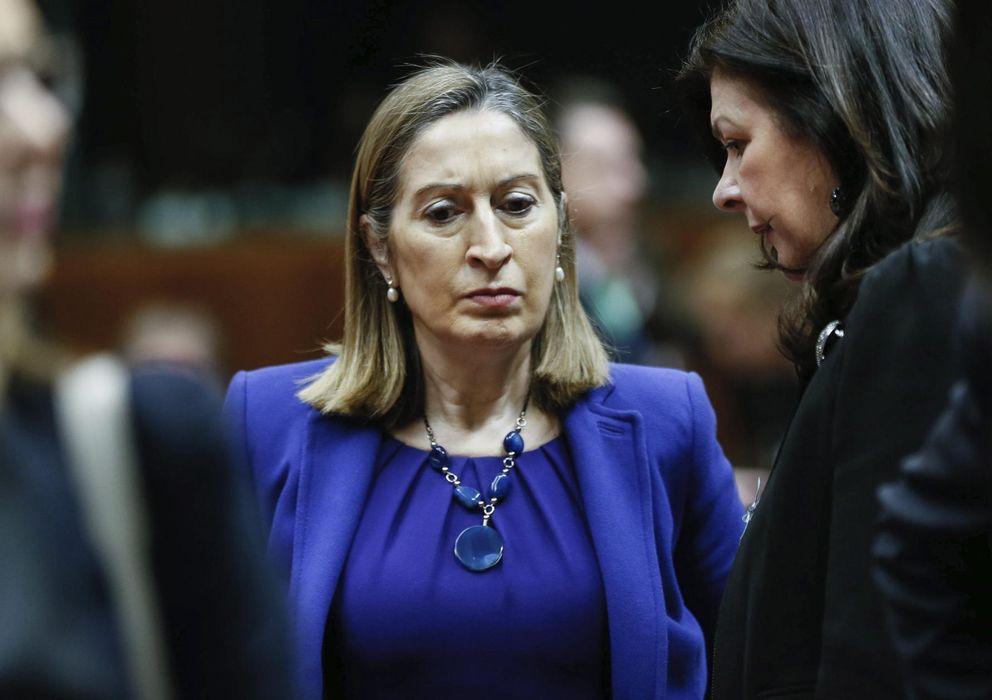 Foto: La ministra de Fomento, Ana Pastor (c). (Efe)