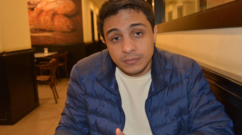 Lorent Saleh durante un momento de la entrevista con El Confidencial. (M. García)