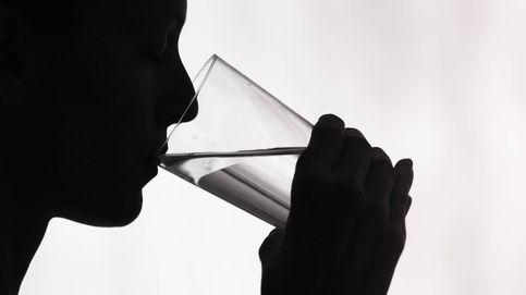 Agua alcalina: falsas promesas, famosos, avaricia y estupidez