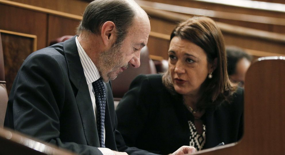 El líder del PSOE, Pérez Rubalcaba (i), y la portavoz parlamentaria, Soraya Rodríguez.