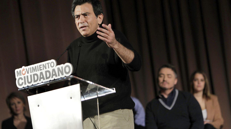 El periodista Arcadi Espada, durante el acto de presentación de Movimiento Ciudadano, el germen de Ciudadanos. (EFE)